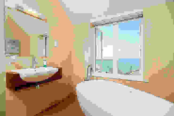 Bathroom by The Bazeley Partnership