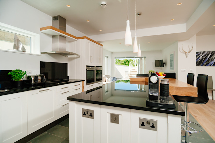 Seagrass, Polzeath, Cornwall Modern kitchen by The Bazeley Partnership Modern