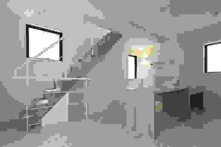 『 にしはらのながや 』: O.A.D  岡由雨子建築設計ディザインが手掛けた廊下 & 玄関です。,モダン