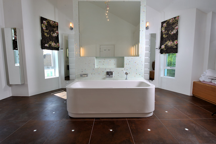 Bathroom by The Bazeley Partnership, Modern
