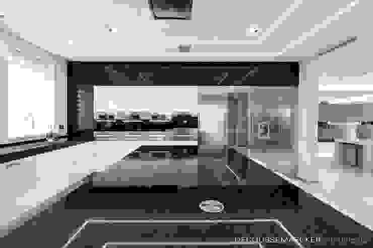 Cocinas de estilo minimalista de Decoussemaecker Interieurs Minimalista