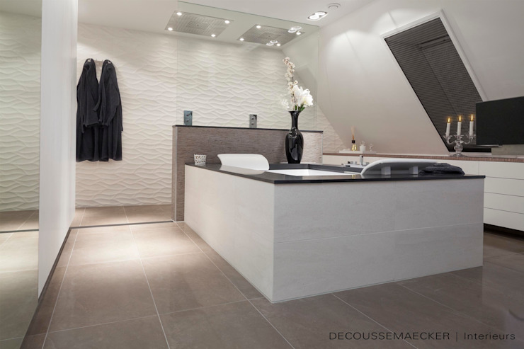 Bathroom by Decoussemaecker Interieurs