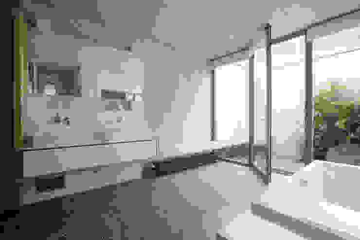 Bad & Hof Moderne Badezimmer von Markus Gentner Architekten Modern