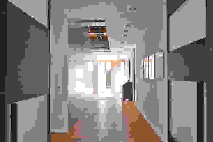 Architekturbüro J. + J. Viethen ห้องโถงทางเดินและบันไดสมัยใหม่