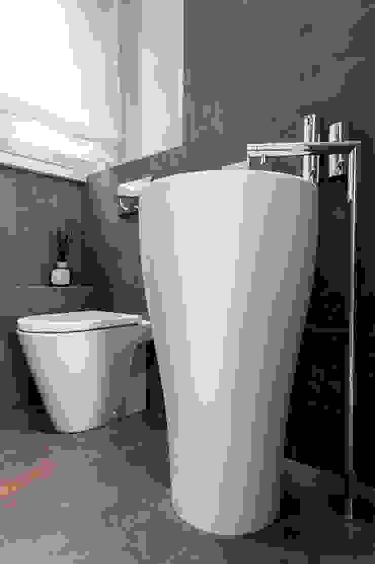 Modern style bathrooms by zero6studio - Studio Associato di Architettura Modern
