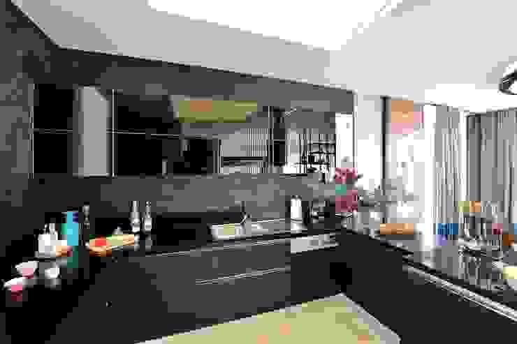 Modern kitchen by erenyan mimarlık proje&tasarım Modern