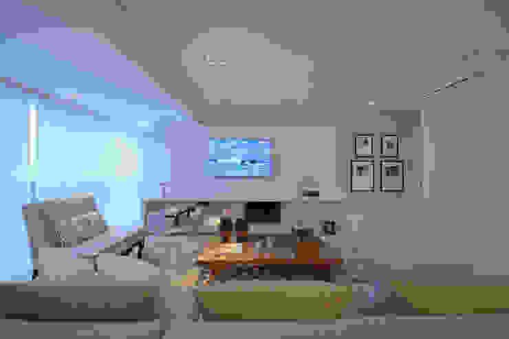 Living Room - Branco Total Salas de estar modernas por WB ARQUITETURA - Lisiane Wendel e Simone Bertuzzo Moderno