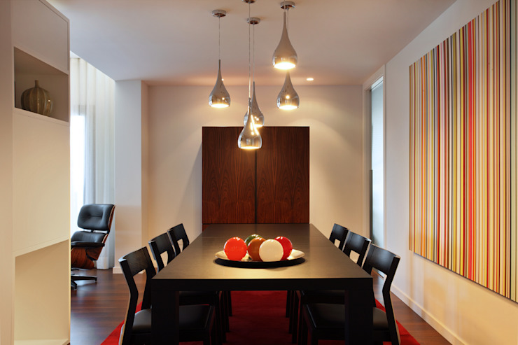 Contemporaneity seeing the river… Modern dining room by Tiago Patricio Rodrigues, Arquitectura e Interiores Modern