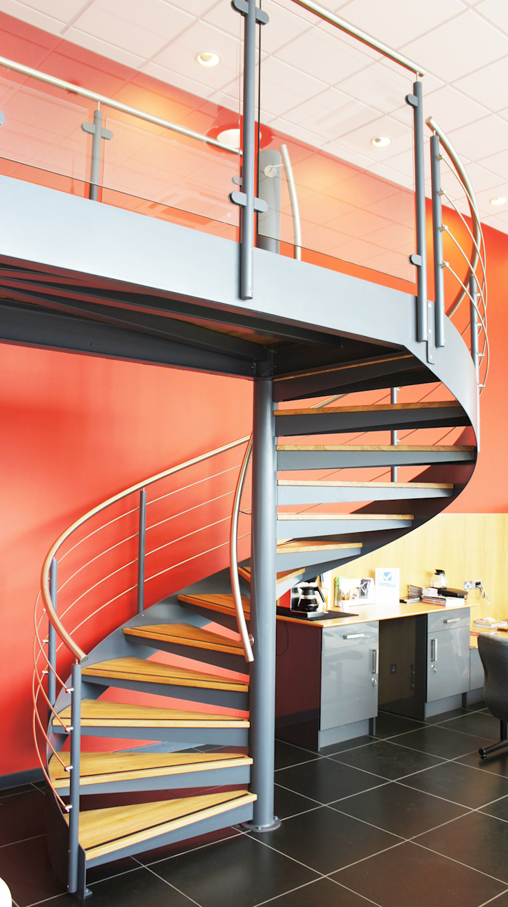 Spiral Staircase Exeter por Complete Stair Systems Ltd Moderno