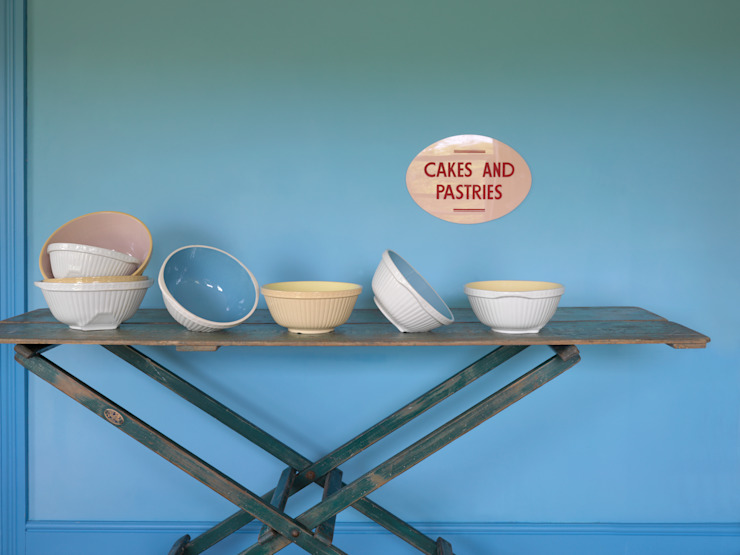 Vintage Mixing Bowls: classic  by RE, Classic