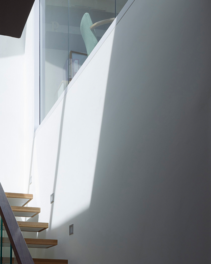 Milman Road - staircase & skylight Modern corridor, hallway & stairs by Syte Architects Modern