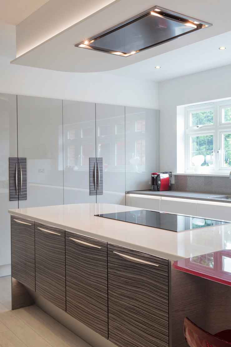 Infinity Cloud High Gloss with Black & White Zebrano Modern kitchen by Stoneham Kitchens Modern