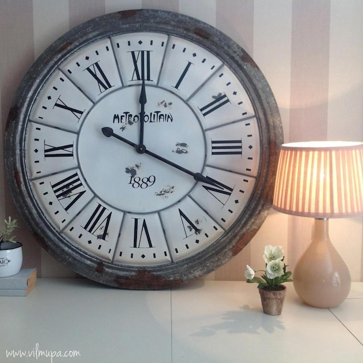 http://www.vilmupa.com/catalogo/91-marcos-fotos-cuadros-y-relojes:  de estilo industrial de Vilmupa, Industrial