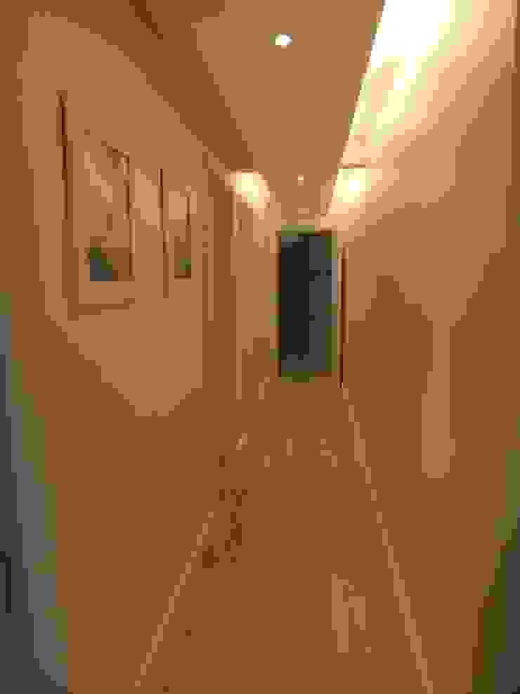 Corredor Arketing Identidade e Ambiente Corredor, vestíbulo e escadasIluminação