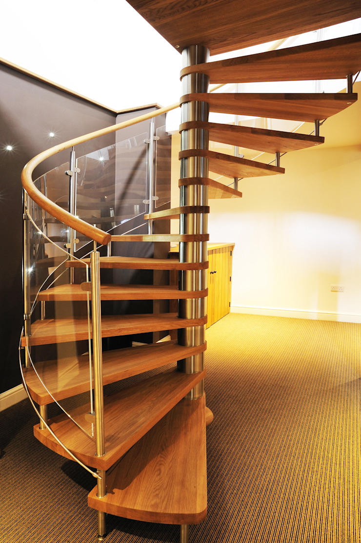 Spiral Staircase Nottingham: rustic  by Complete Stair Systems Ltd, Rustic