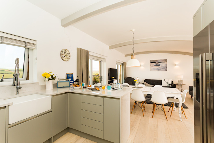 Sundown, Widemouth Bay, Cornwall Modern kitchen by The Bazeley Partnership Modern
