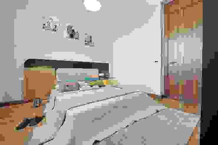 Camera da letto in stile  di Voltaj Tasarım