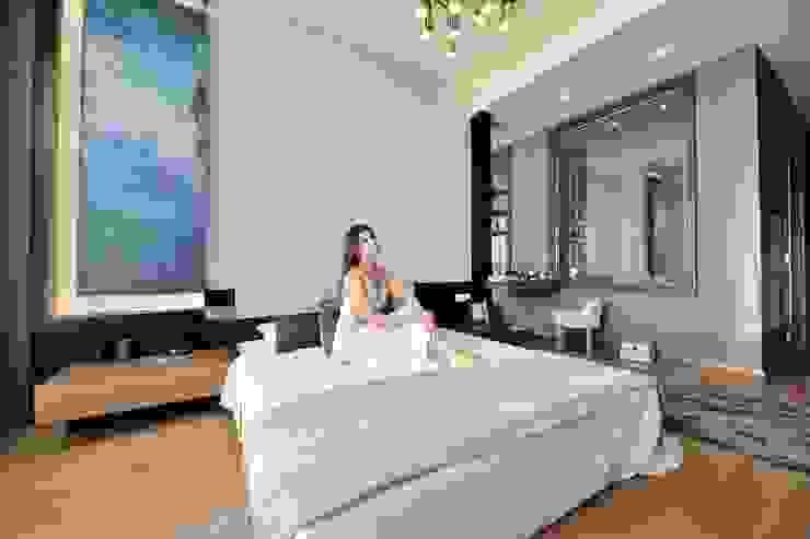 Modern style bedroom by Voltaj Tasarım Modern