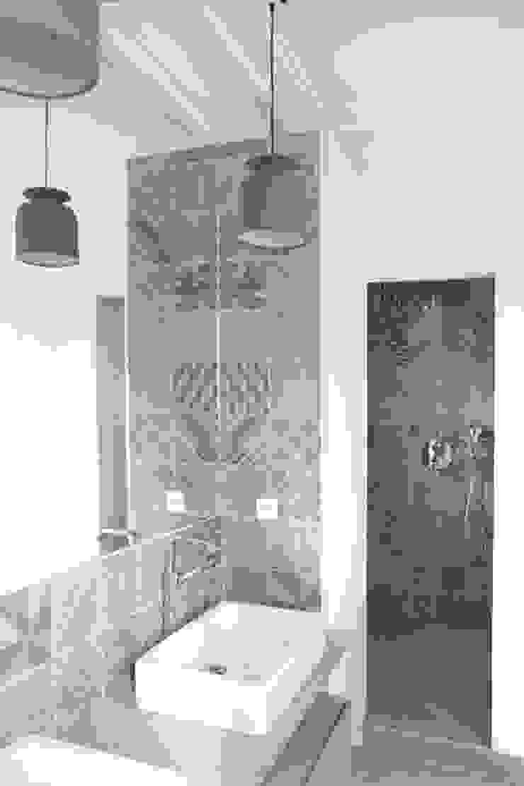 Yeme + Saunier BathroomBathtubs & showers