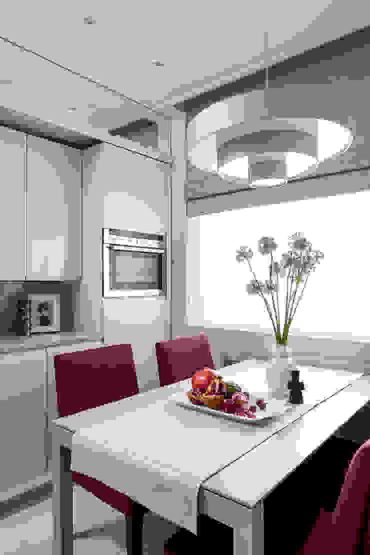 Стулья Lola от испанской фабрики Sancal и стол Bass от фабрики Punt Mobles на кухне Кухня в стиле модерн от Barcelona Design Модерн