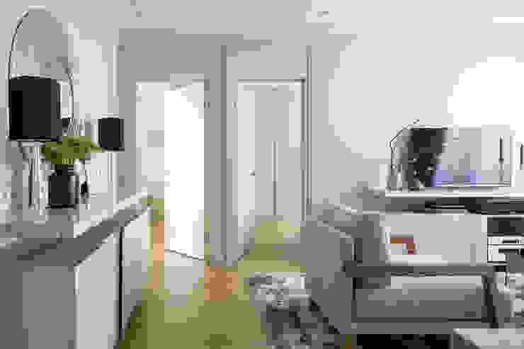 ДИЗАЙН ПРОЕКТ СТУДИИ SUPERIOR INTERIOR Гостиная в стиле модерн от Barcelona Design Модерн