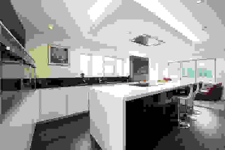 MR & MRS O'SULLIVAN'S KITCHEN Modern kitchen by Diane Berry Kitchens Modern