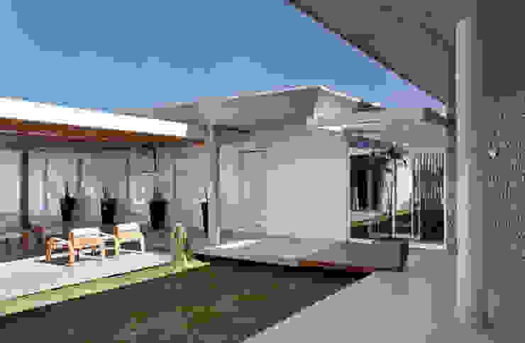 Jardines de invierno de estilo minimalista de Skylab Arquitetos Minimalista Hormigón