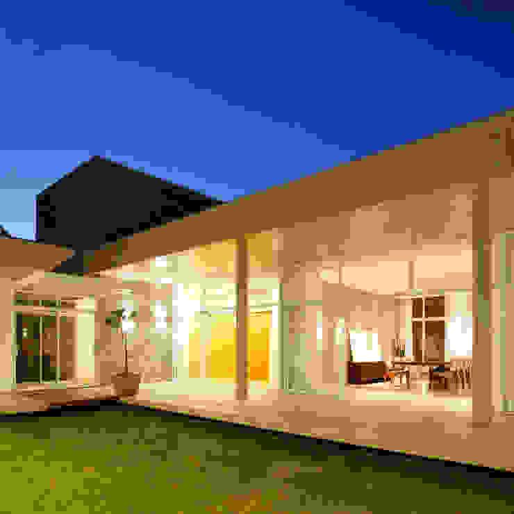 Casas de estilo minimalista de Skylab Arquitetos Minimalista Hormigón