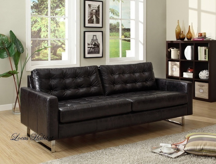 Black is Beautiful – Black Sofa at Home od Locus Habitat Nowoczesny