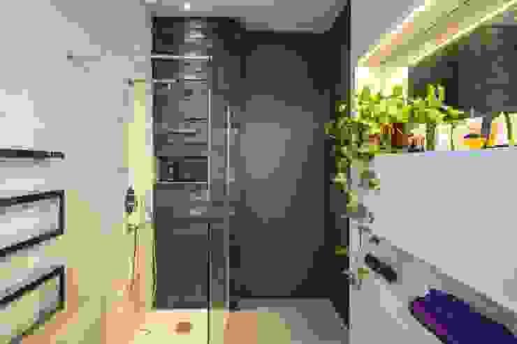 Bathroom by architetto marcello carzedda studio
