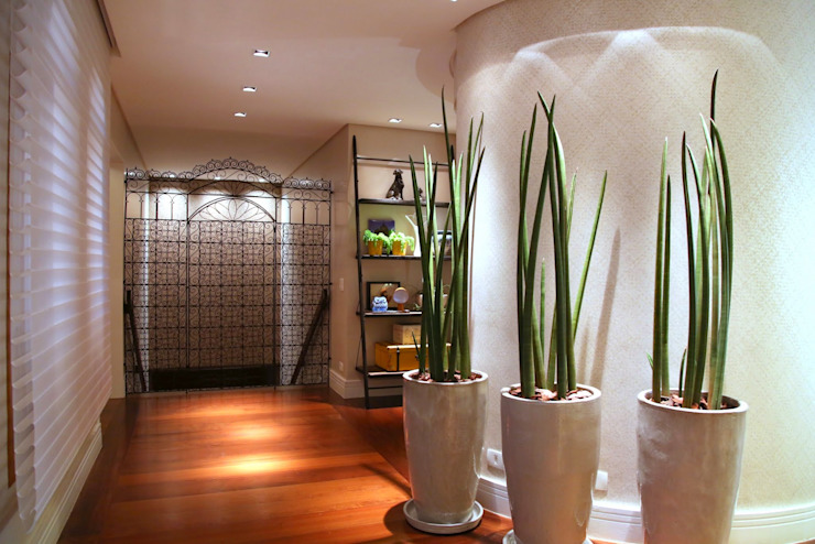 ห้องโถงทางเดินและบันไดสมัยใหม่ โดย MeyerCortez arquitetura & design โมเดิร์น