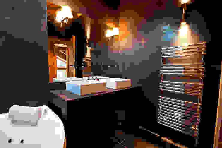 Ванные комнаты в . Автор – shep&kyles design, Кантри