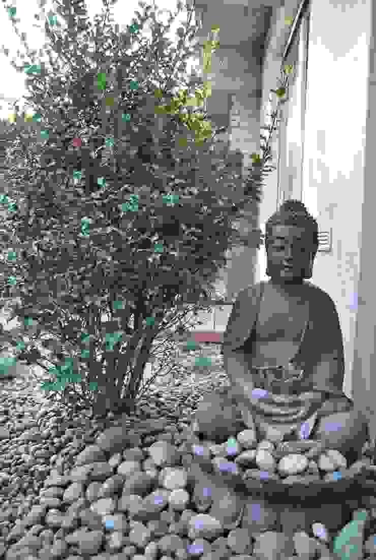 Ogród minimalistyczny ze strefą do medytacji Minimalistyczna łazienka od Ogrody Przyszłości Minimalistyczny
