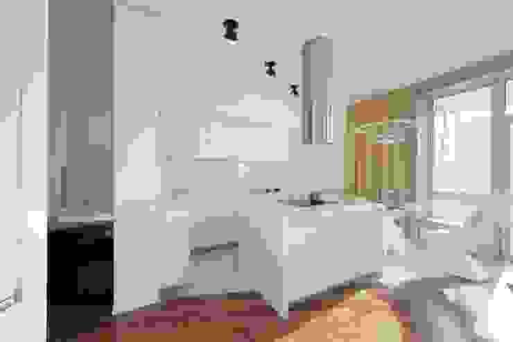 Cocinas minimalistas de Галина Глебова Minimalista