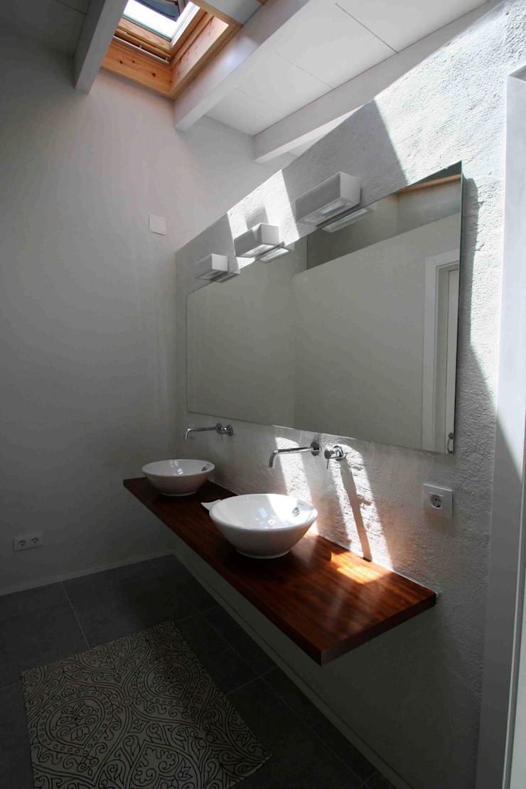 Suite Modern Bathroom by FG ARQUITECTES Modern