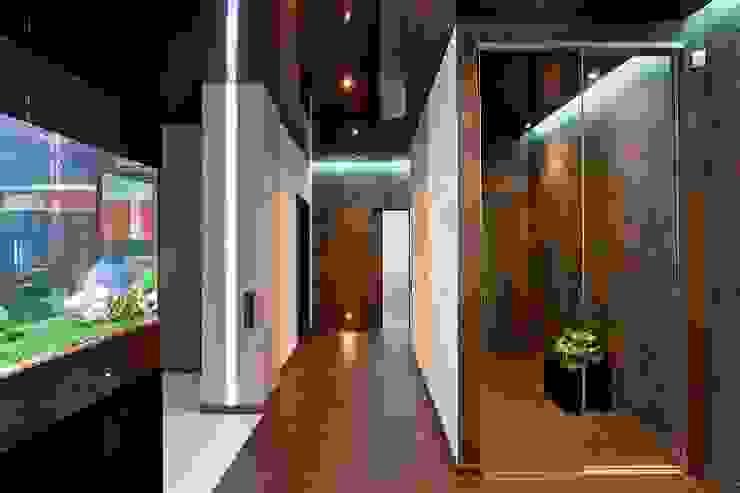 Прихожая Коридор, прихожая и лестница в стиле минимализм от Gorshkov design Минимализм