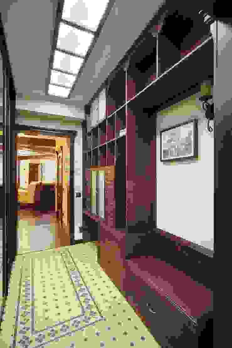 Галина Глебова Couloir, entrée, escaliers coloniaux