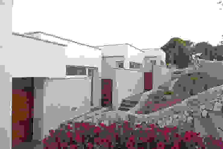 North façade Modern Houses by FG ARQUITECTES Modern
