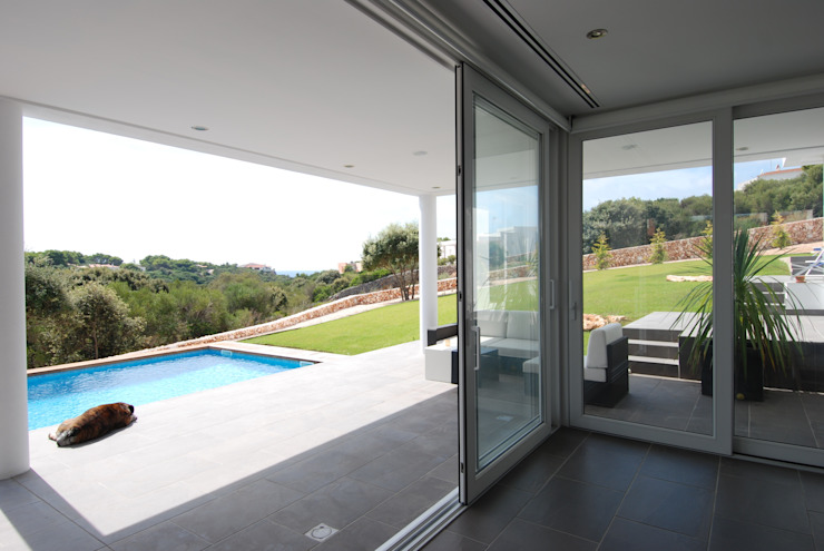Terrace, garden and swimming pool Modern Terrace by FG ARQUITECTES Modern