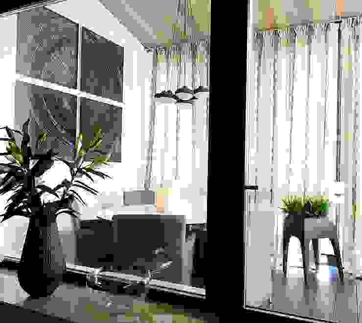 Новогорск 2 Балконы и веранды в эклектичном стиле от Roomsbyme Эклектичный