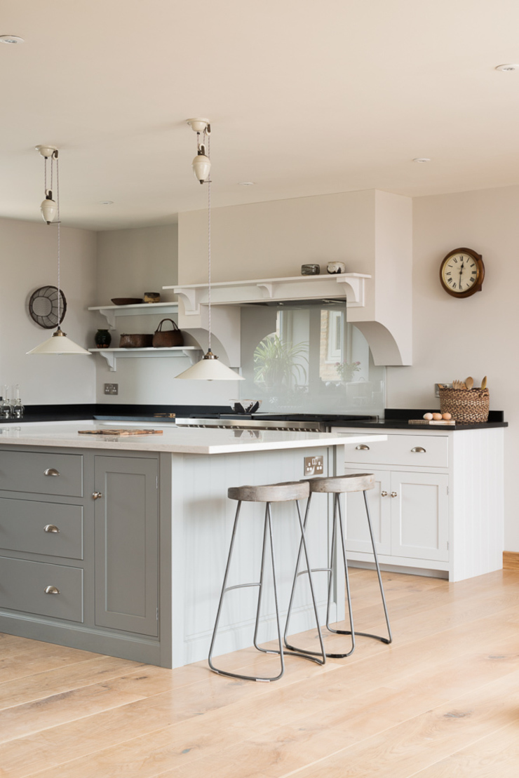 The Nursery Shaker Kitchen by deVOL Classic style kitchen by deVOL Kitchens Classic