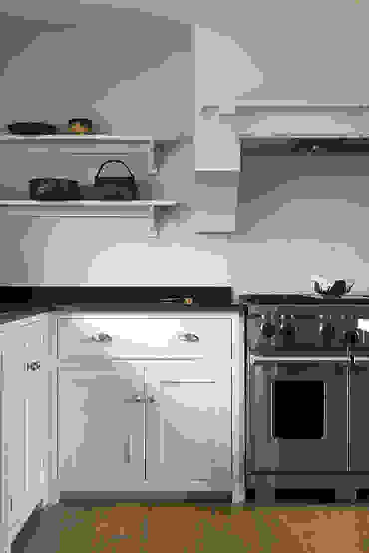 The Nursery Shaker Kitchen by deVOL Country style kitchen by deVOL Kitchens Country