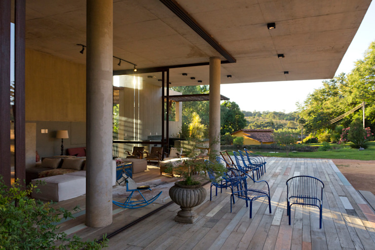 Balcones y terrazas de estilo moderno de COSTAVERAS ARQUITETOS Moderno