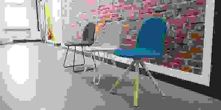 Mannequin - different bases & different fabric quiltings: modern  von WertelOberfell GbR,Modern