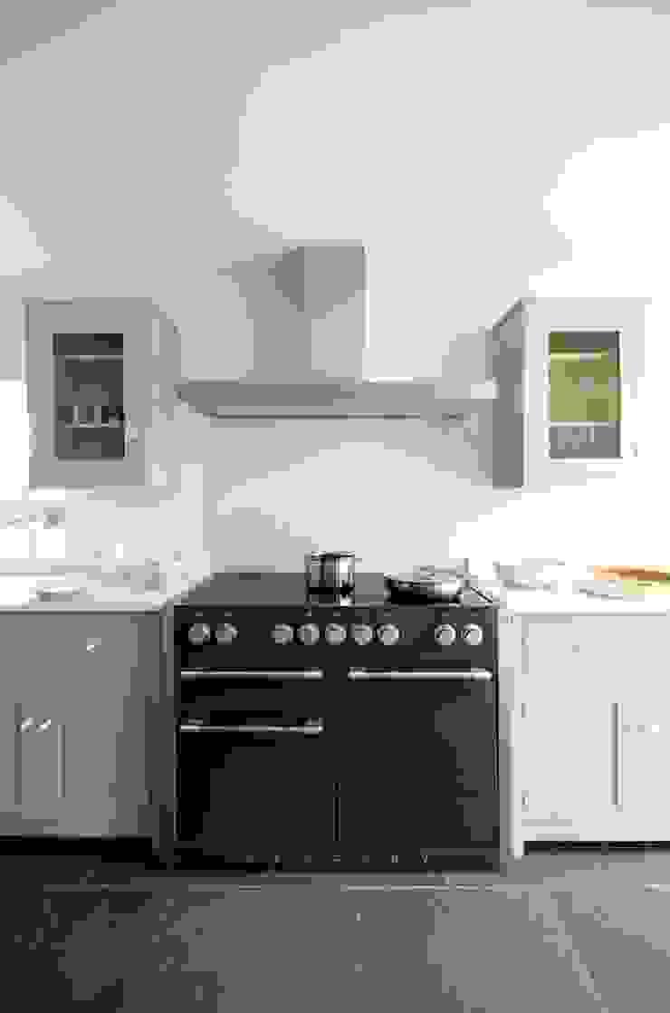 The Silverdale Shaker Kitchen by deVOL Modern kitchen by deVOL Kitchens Modern