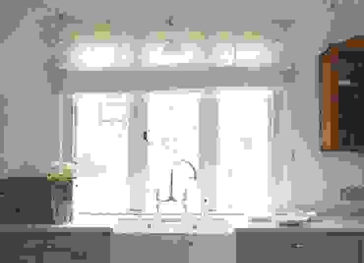 The Foxton Classic English Kitchen by deVOL Country style kitchen by deVOL Kitchens Country