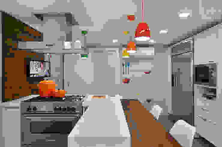 Cozinha Alegre e Sofisticada Cozinhas modernas por Carolina Burin & Arquitetos Associados Moderno