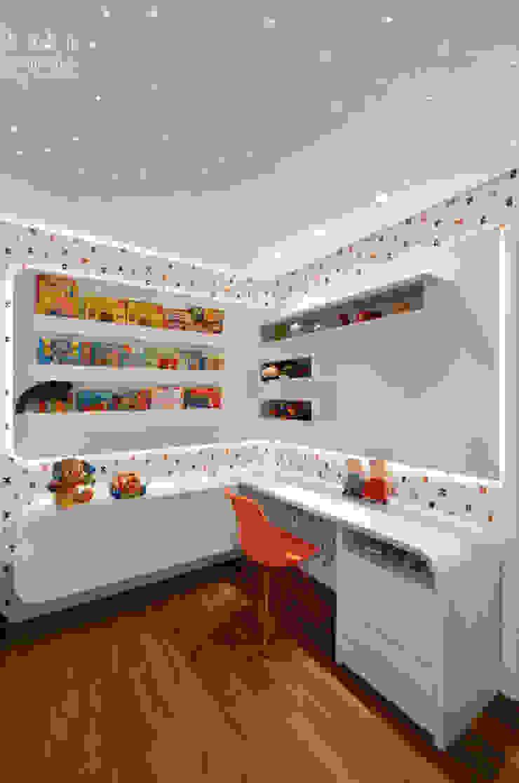 Dormitório Menino 3 anos – Prático e Durável Quarto infantil moderno por Carolina Burin & Arquitetos Associados Moderno