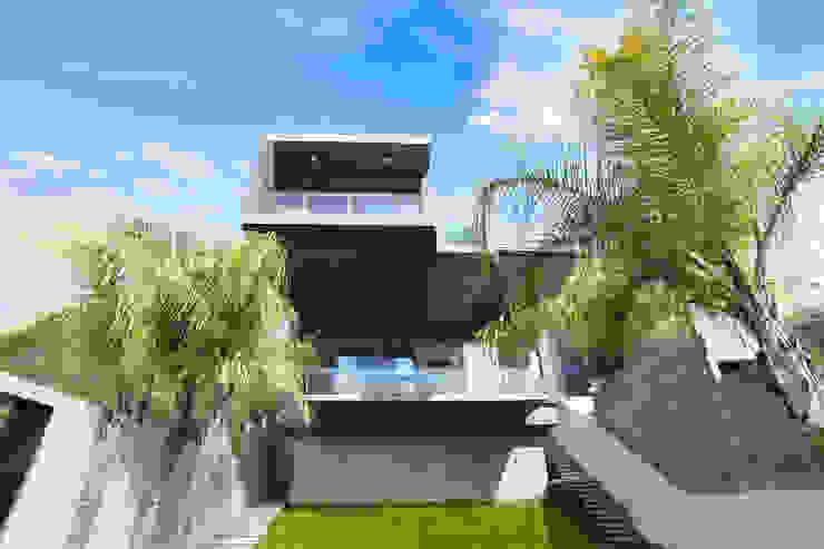 Vista desde Jardín: Casas de estilo  por Diez y Nueve Grados Arquitectos, Moderno