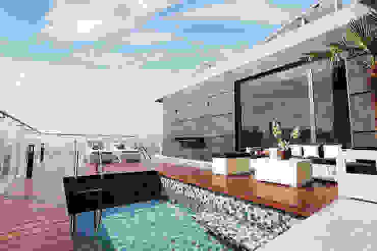 Vista a la alberca Piletas modernas: Ideas, imágenes y decoración de Diez y Nueve Grados Arquitectos Moderno
